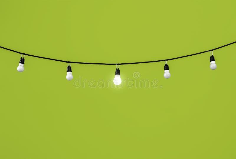 Glühlampen auf Grün lizenzfreies stockbild