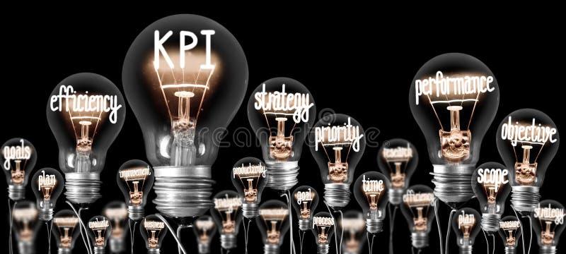 Glühlampen mit KPI, Leistungs-Konzept stockfotografie