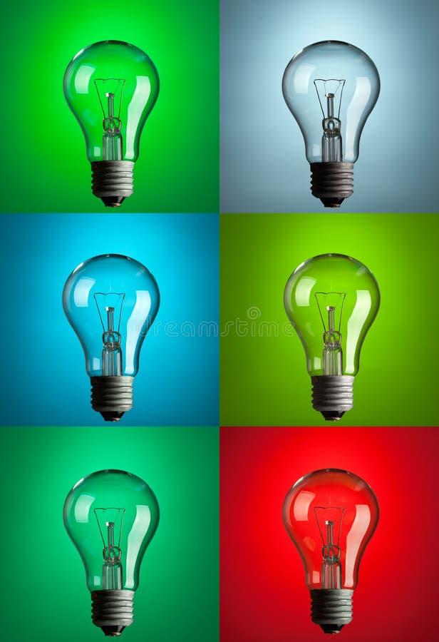 Glühlampen mit verschiedenem Farbenhintergrund lizenzfreie stockfotos