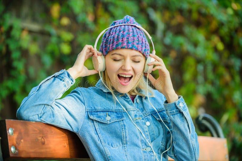 gl?ck Audiobuch Art und Musik   r Entspannen Sie sich im Park lizenzfreie stockbilder