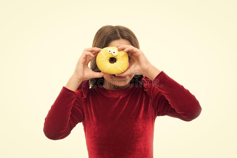 Gl?ckliche Kindheit und s??e Festlichkeiten Donut, der Di?tkonzept bricht Wei?er Hintergrund des glasig-gl?nzenden Donuts des M?d stockbild