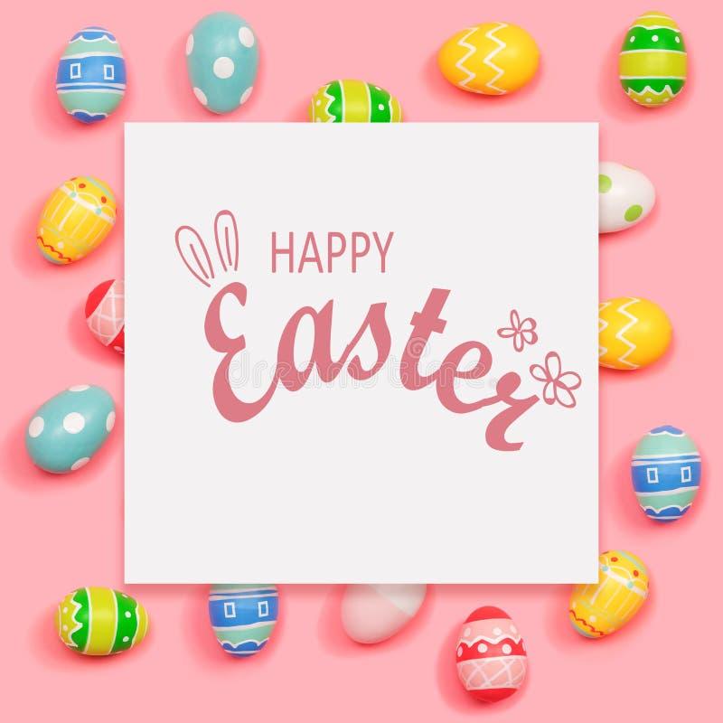 Gl?ckliche Ostern-Mitteilung mit Ostereiern lizenzfreie stockbilder