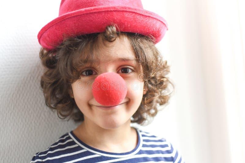 Gl?cklicher kleiner Clown lizenzfreies stockbild
