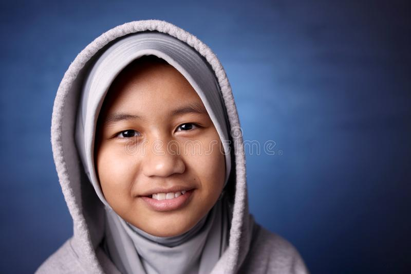 Gl?ckliches moslemisches M?dchen stockbild