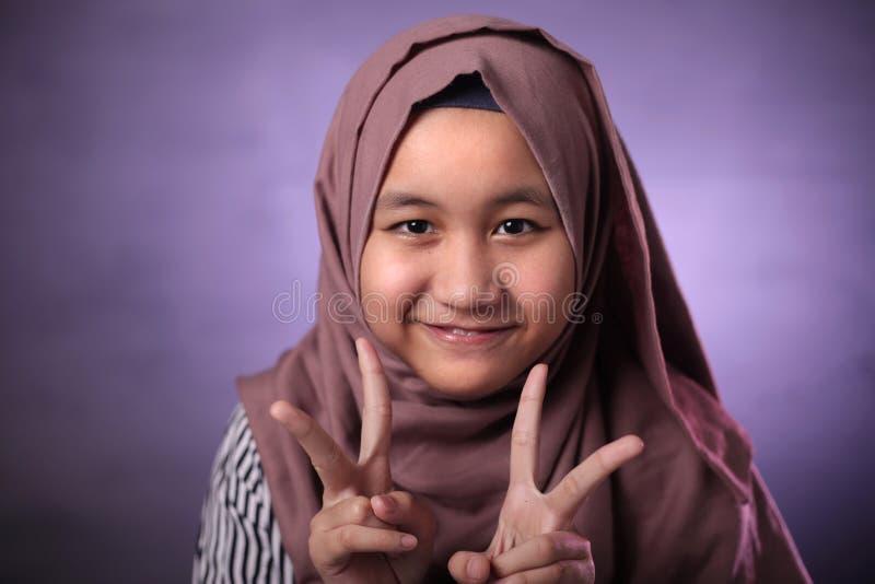 Gl?ckliches moslemisches M?dchen stockfotografie