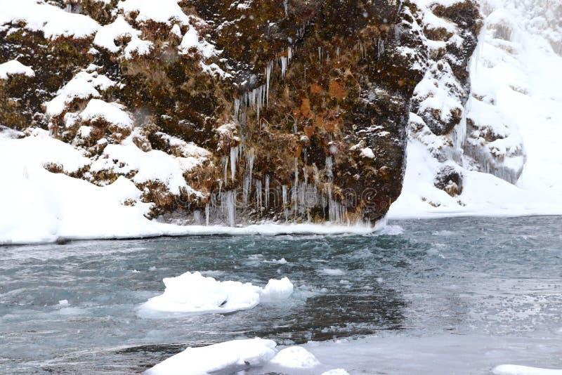 Glaçons au-dessus de rivière de ¡ de gà de ³ de Skà en Islande photographie stock libre de droits