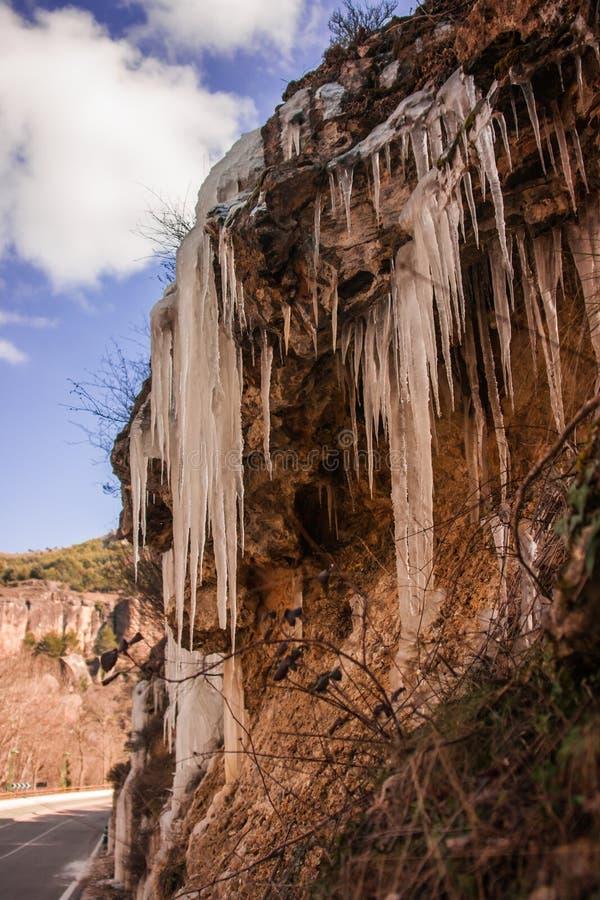 Glaçons sur le bord de la route près de Cuenca en La Mancha, Espagne de la Castille photos stock