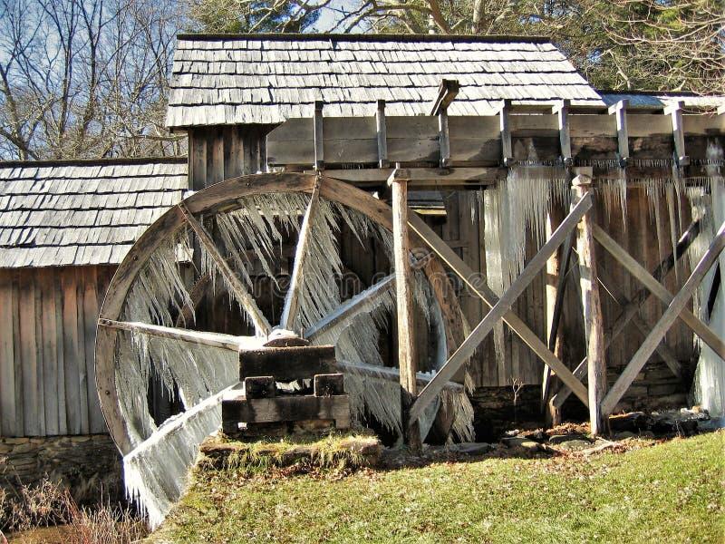 Glace ébouriffée par le vent sur le moulin de Mabry images libres de droits