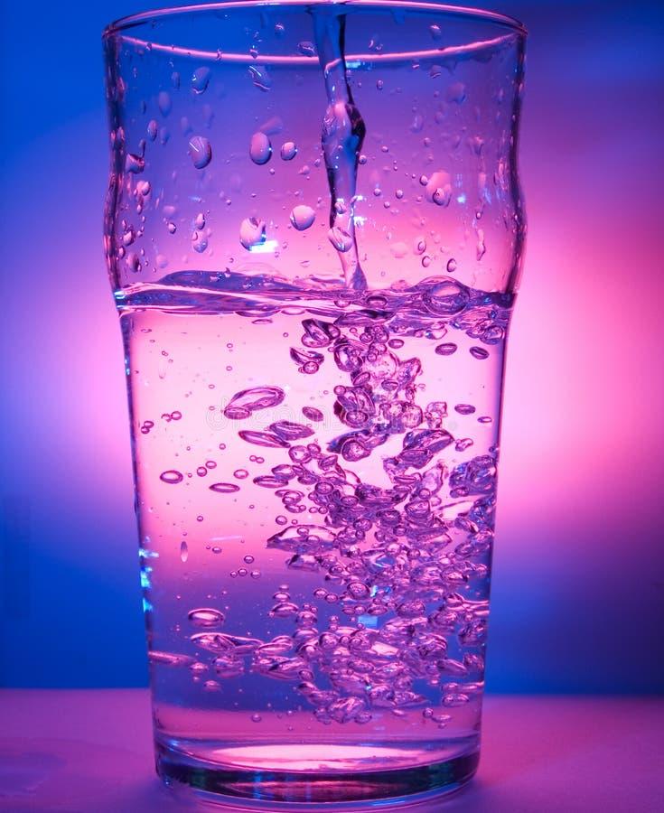 Glace éclaboussant l'eau photo stock