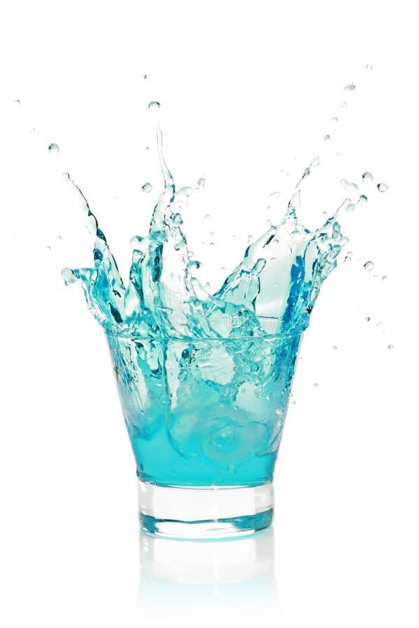 Glace avec éclabousser la boisson bleue image libre de droits