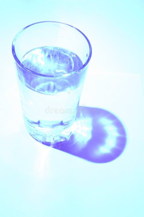Glace avec de l'eau photographie stock libre de droits