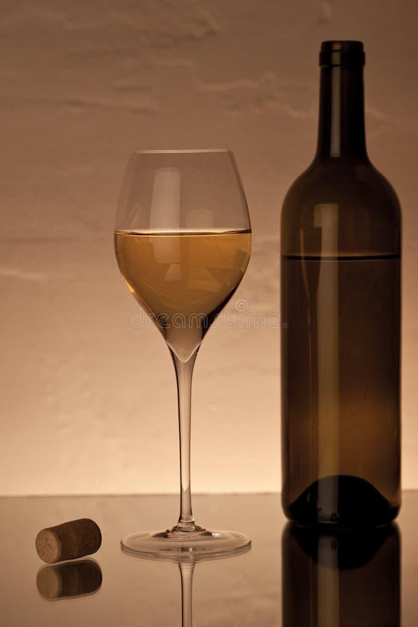 Glace avec du vin blanc photos libres de droits