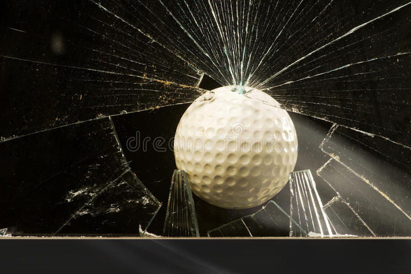 Glace d'éclatement de bille de golf photos libres de droits