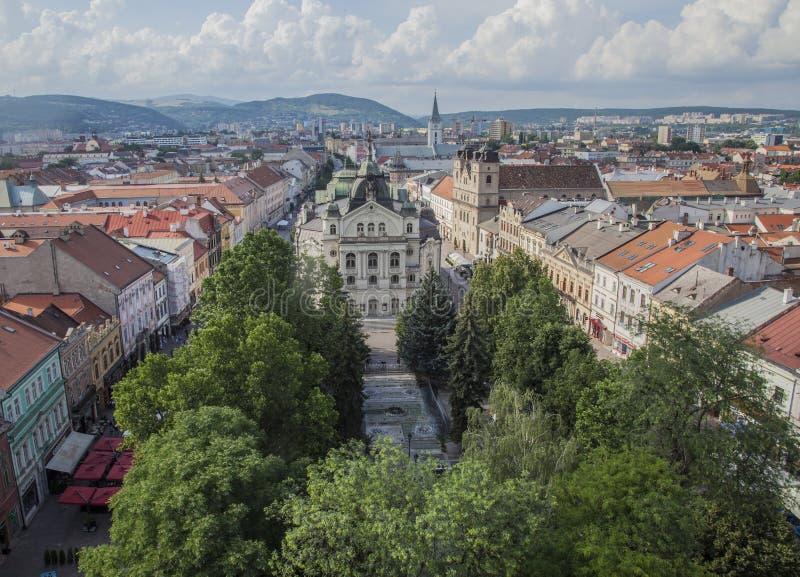 Glace de ¡ de KoÅ, Slovaquie - l'architecture ; toits rouges et cieux bleus images libres de droits