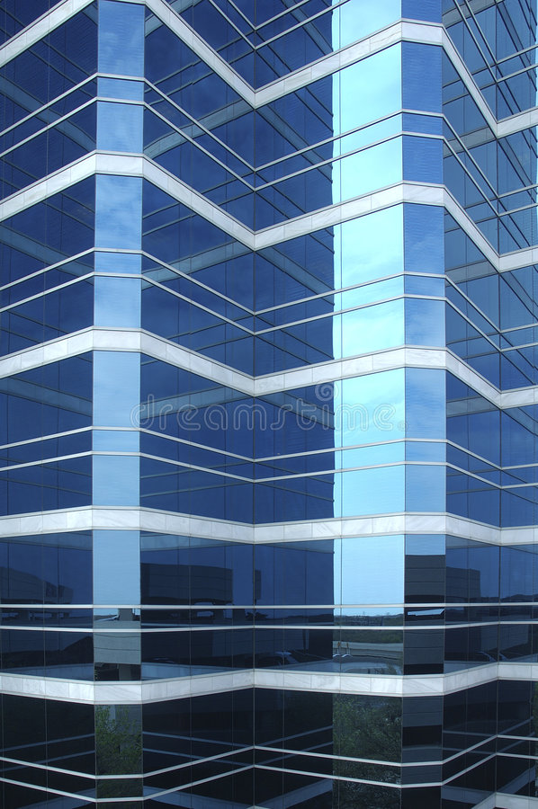 Download Glace De Bleu De Vue De Ville Photo stock - Image du vertical, bureaux: 2130842