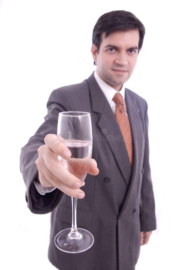 Glace de champagne holded par un homme d'affaires photographie stock libre de droits