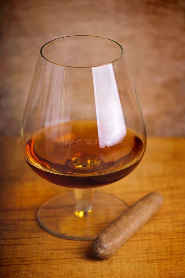 Glace de cognac et de cigare photos libres de droits