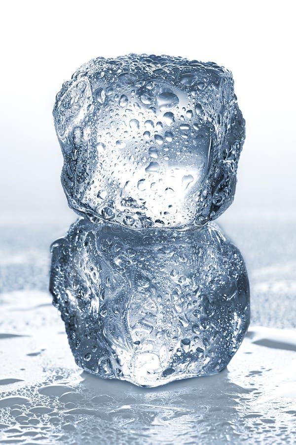 glace de cubes d'isolement photo stock