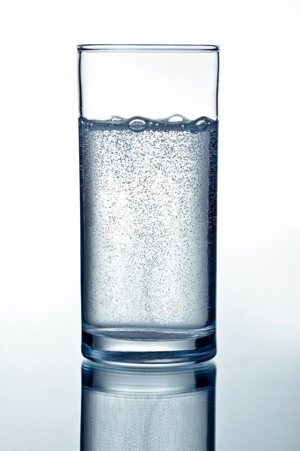 Glace de l'eau minérale claire photos libres de droits