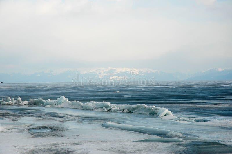 Glace de rivage et eau libre photographie stock libre de droits