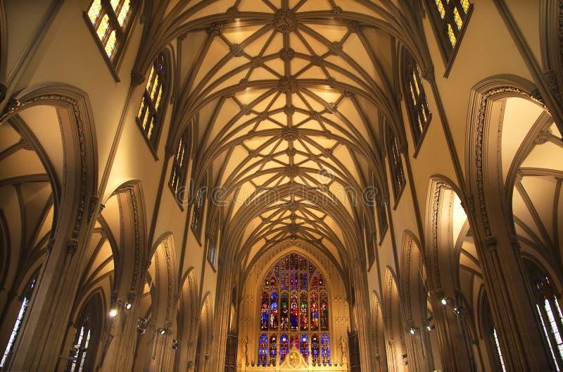 glace de ville d'église à l'intérieur de trinité souillée neuve York images stock
