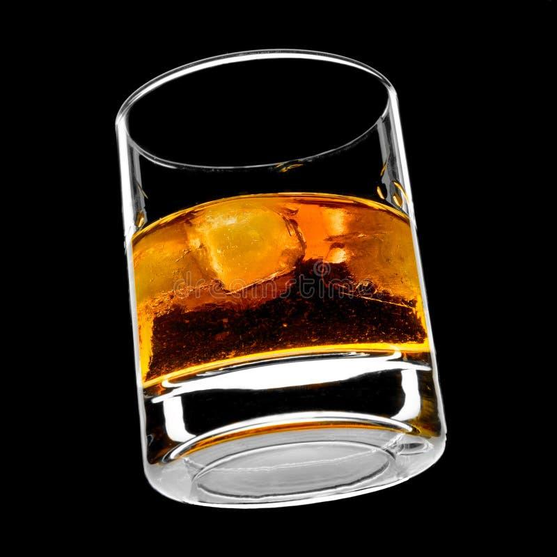 Glace de whiskey sur les roches photos stock