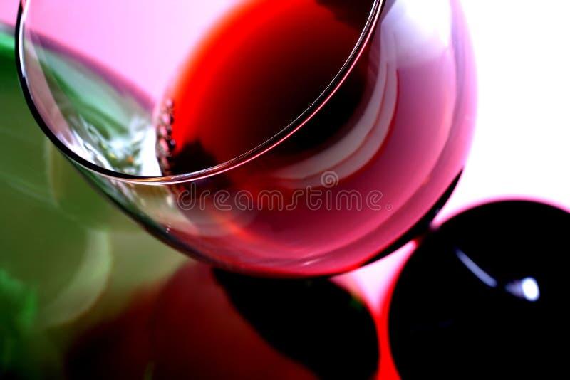 Glace et bouteille de vin images libres de droits