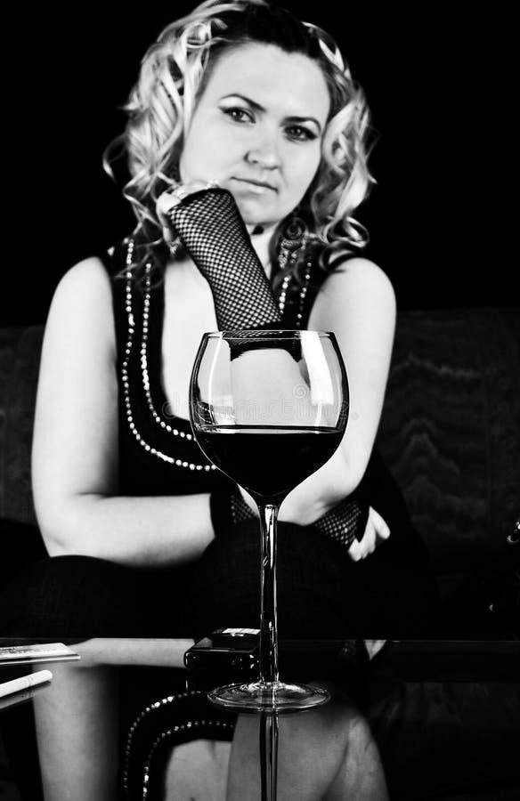 Glace sexy de wuth de femme de vigne photographie stock libre de droits