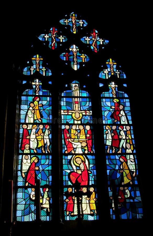 Glace souillée dans l'église images libres de droits