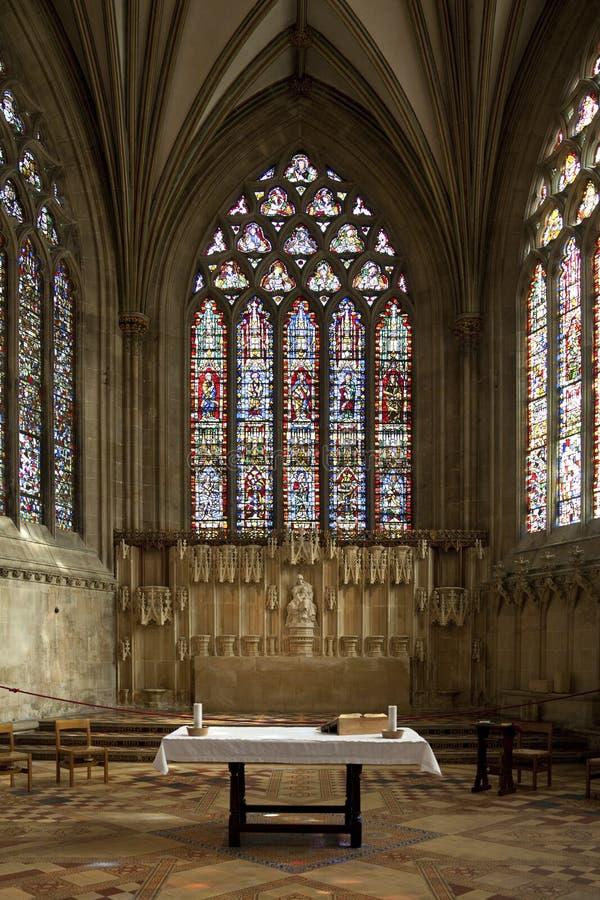 Glace souillée Windows - cathédrale de puits - l'Angleterre image stock