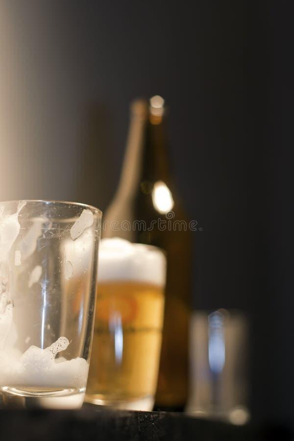 Glace vide de bière images stock