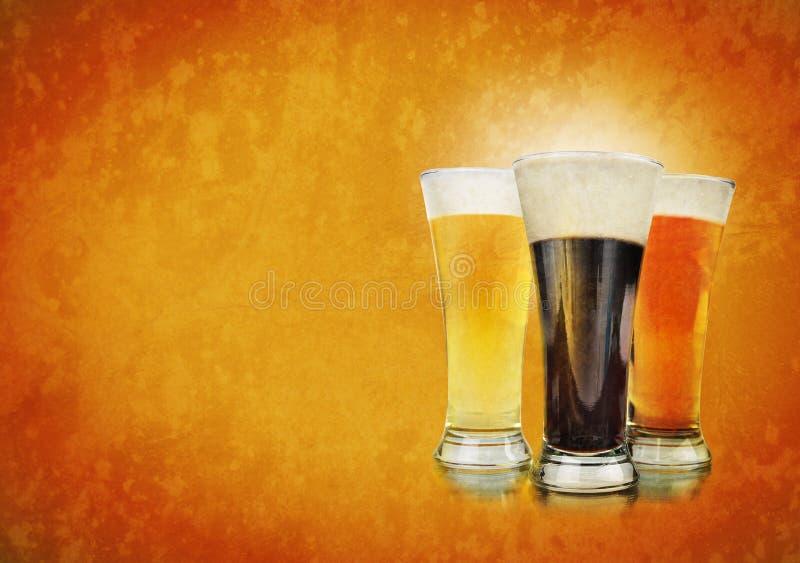 Glaces de bière d'alcool sur le fond de texture image stock