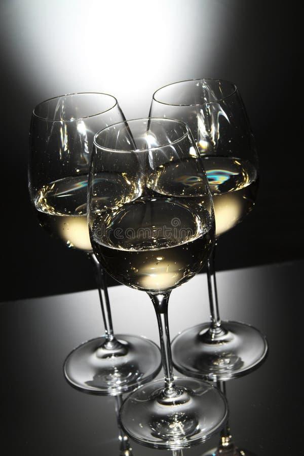 Glaces de vin blanc photo stock