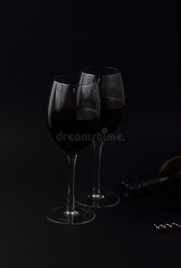 Glaces et bouteille de vin images stock