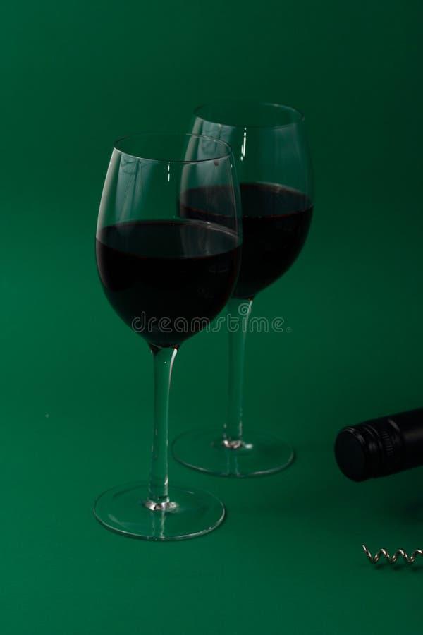 Glaces et bouteille de vin photo libre de droits