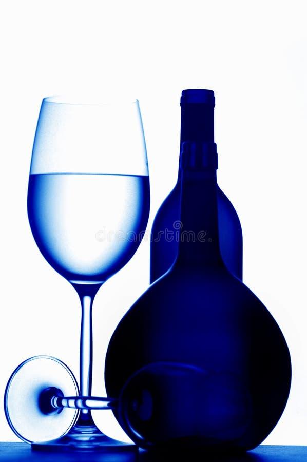 Glaces et bouteilles de vin images libres de droits