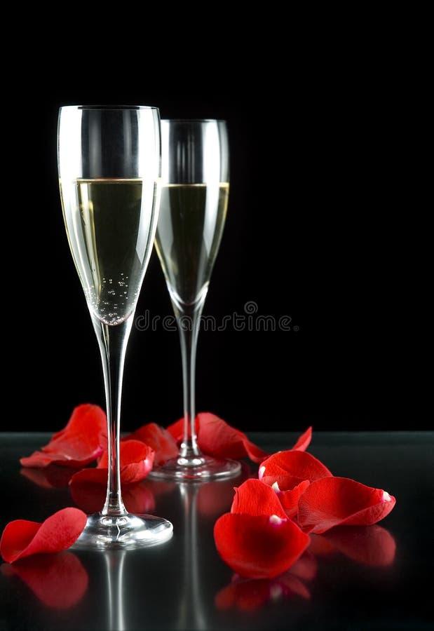 Glaces et pétales de Champagne image libre de droits