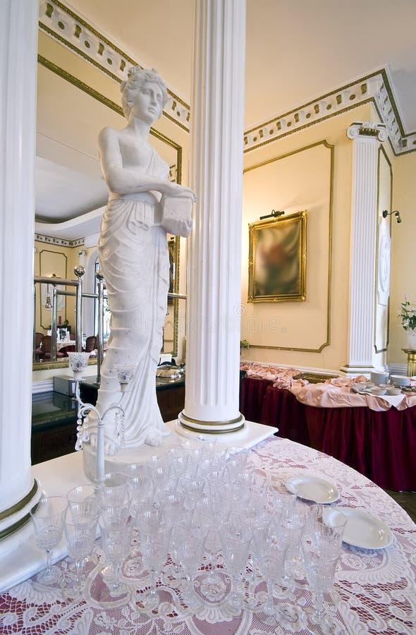 Glaces et statue vides images stock