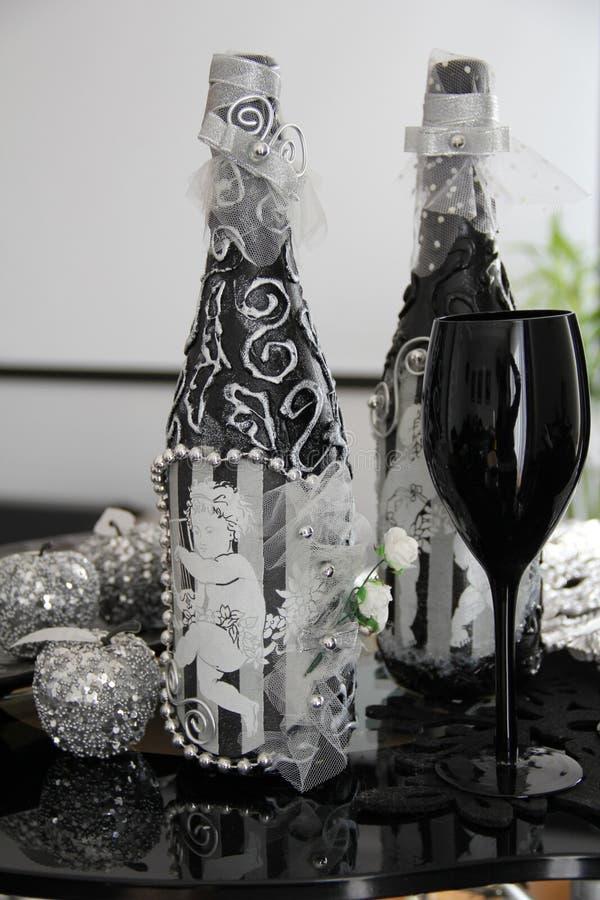 Glaces exclusives de noir de bouteille photographie stock