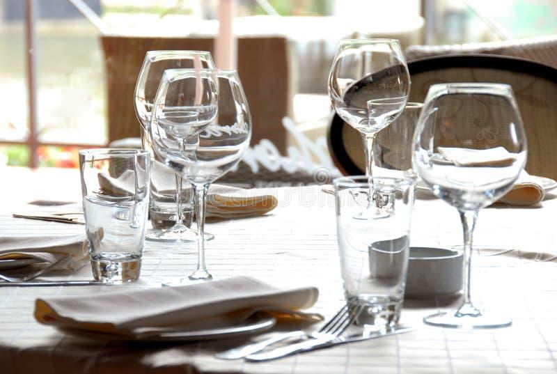 Glaces servies sur la table dans le restaurant photos libres de droits
