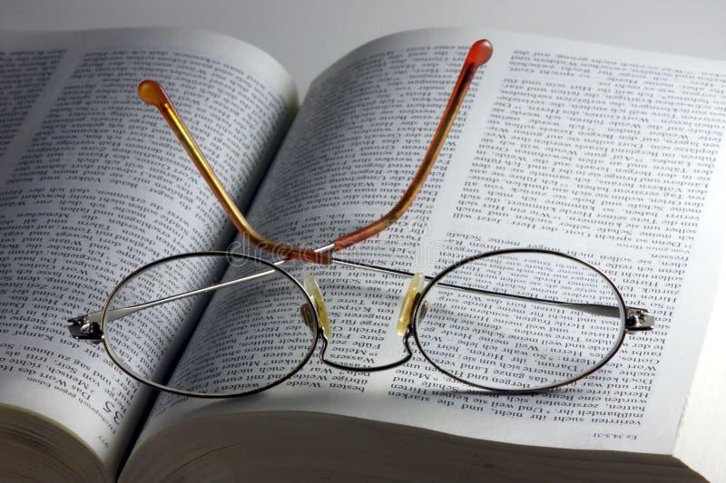 Glaces sur la bible photos stock