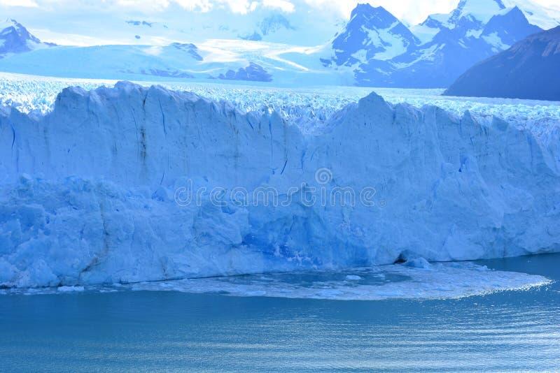 Download Glacez La Chute Du Glacier De Perito Moreno En EL Calafate, Argentine Image stock - Image du moreno, stationnement: 87703663