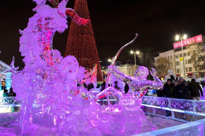 Glacez la ville avec des sculptures dans la ville d'Iekaterinbourg, 2016 photographie stock