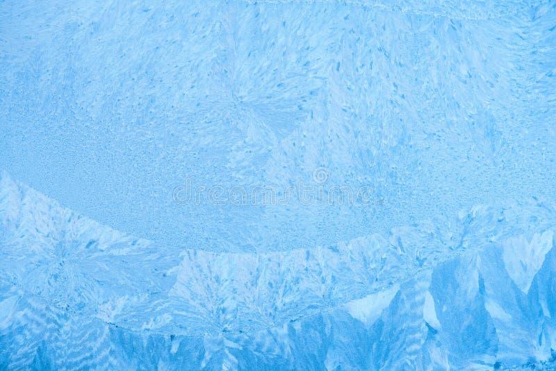 Glacez les modèles sur le verre d'hiver, fond de vacances image stock