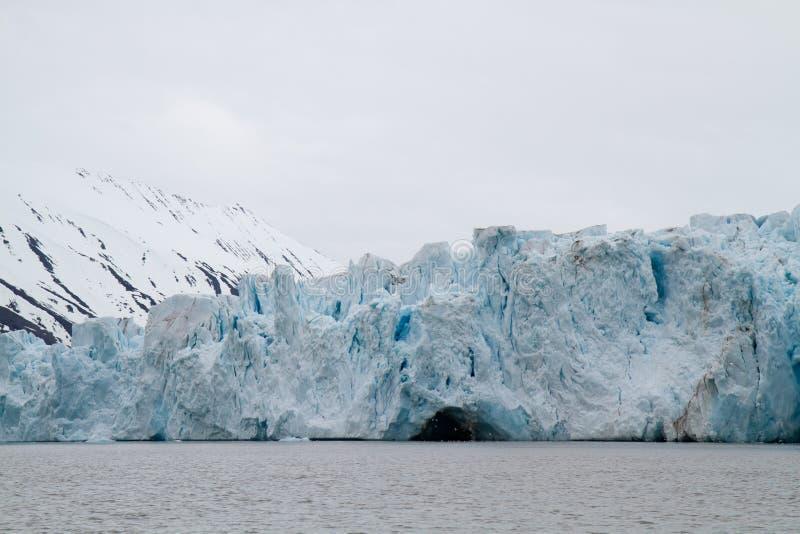 Glaciär i svalbarden fotografering för bildbyråer