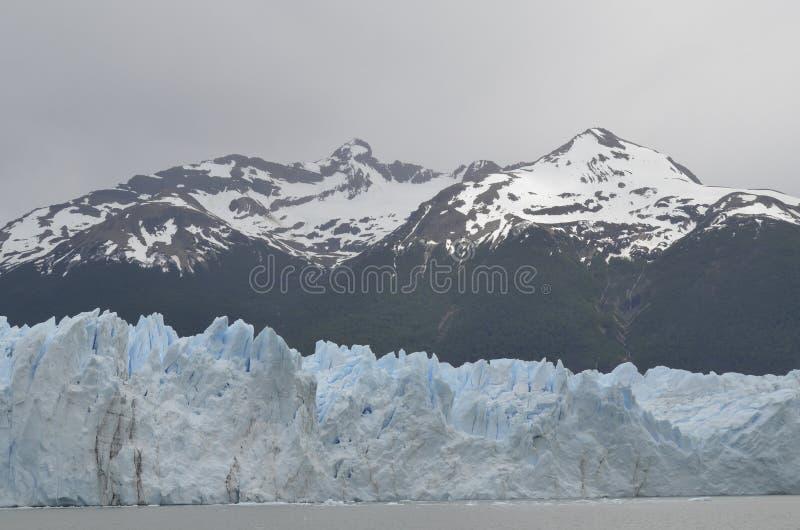 GLACIÄR OCH GLOBAL UPPVÄRMNING PERITO MORENO I PATAGONIA ARGENTINA FÖR EL CALAFATE fotografering för bildbyråer