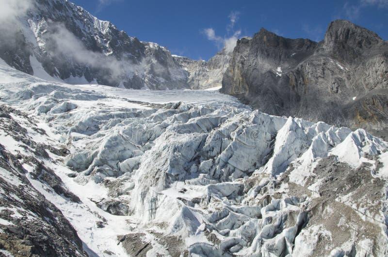 Glaciär på det Jade Dragon berg/Yulong berget royaltyfria bilder