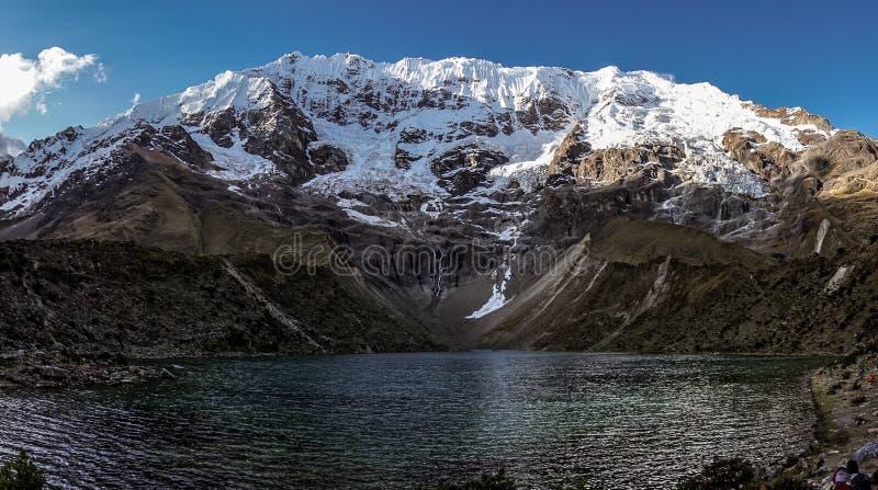 Glaciär sjöen - rutt till Salkantay royaltyfri bild