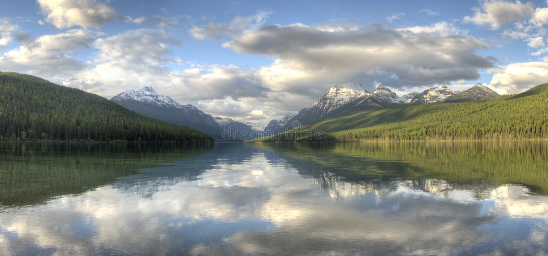 Glaciärnationalparkbågskytt sjö arkivfoton
