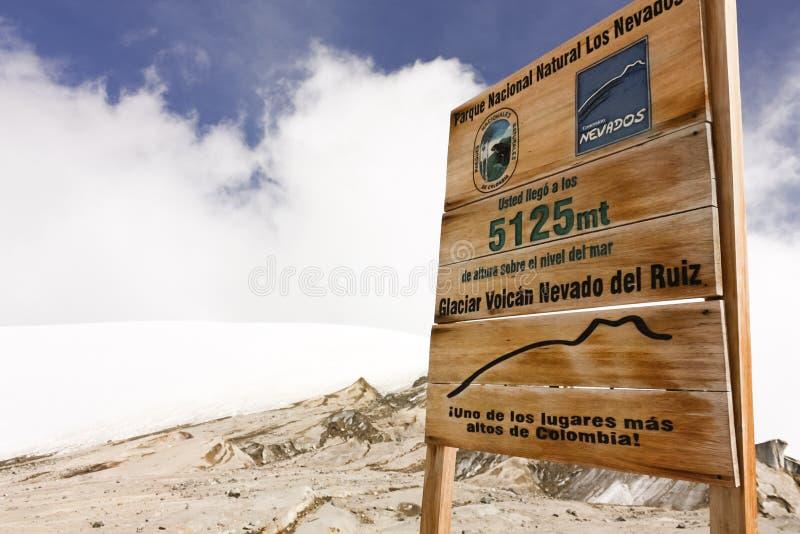 GlaciärVulkan Nevado del Ruiz signboard arkivfoton
